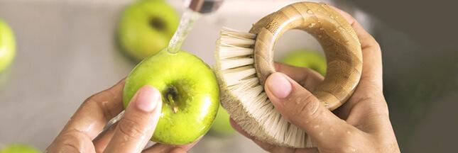 La brosse à fruits et légumes: conservez les fibres