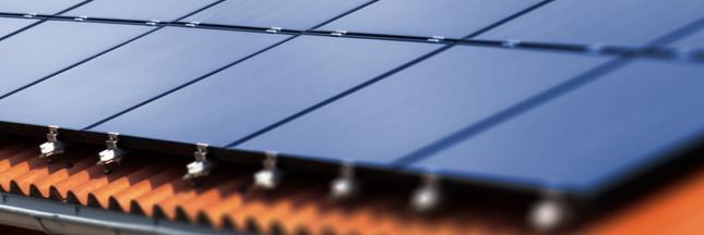 Elon Musk annonce la commercialisation de ses toits photovoltaïques en France