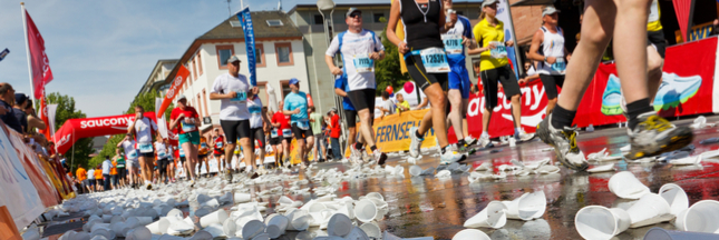 Marathons: finies les bouteilles en plastique, les coureurs boiront de l'eau en capsule
