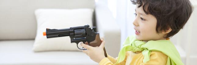 Armes jouets et autres pistolets factices: faut-il y céder pour Noël?