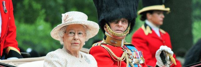 La Reine d'Angleterre Elisabeth II dit bye-bye à la fourrure