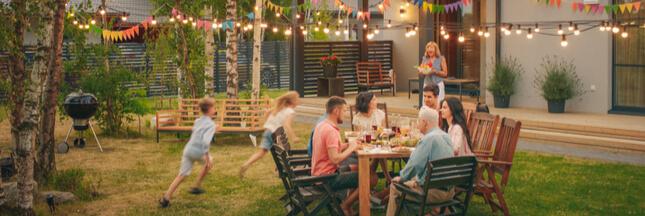 Comment créer différentes ambiances dans son jardin et sa terrasse grâce aux éclairages LED