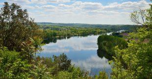 Résidus de pesticides, médicaments, détergents... L'eau ne se la coule pas douce dans nos rivières