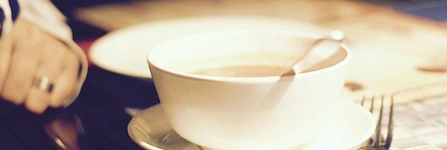 Notre recette facile pour une soupe de mâche aux croûtons