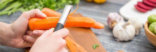 Faut-il laver et éplucher les fruits et légumes, et comment ?