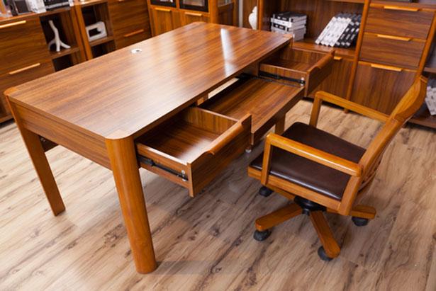 Chicor e caf brou de noix comment teindre vos bois - Teindre un meuble en bois ...