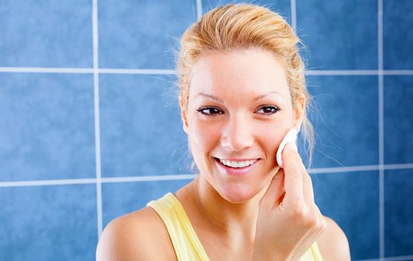 lutter-contre-l-acné-boutons-nettoyer-visage-02