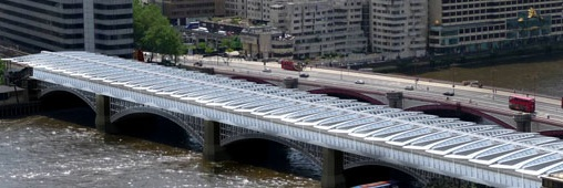 Londres : un grand pont solaire pour alimenter une gare