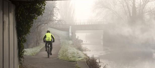 astuces bien-être, hiver, faire du sport, vélo, brouillard