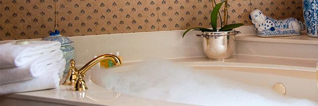 contre la cellulite le bain aux huiles essentielles. Black Bedroom Furniture Sets. Home Design Ideas