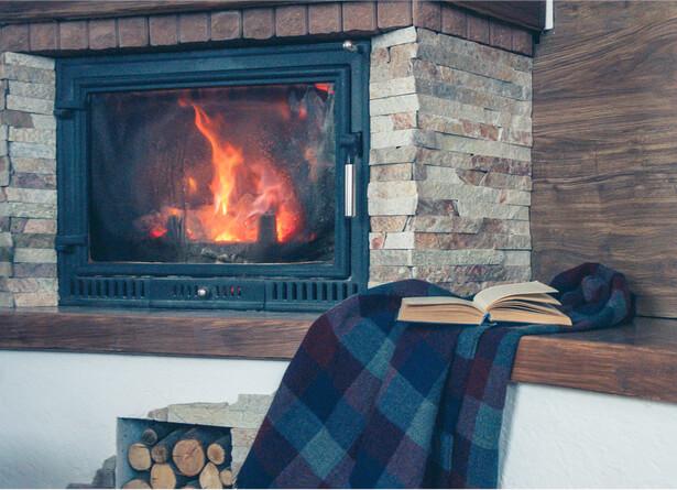 préparer la maison pour l'hiver, entretien maison hiver cheminée