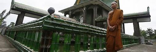 Un temple bouddhiste en bouteilles de bière !