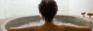 Prendre un bain aux huiles essentielles