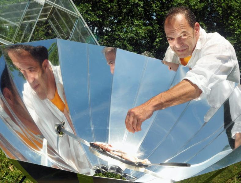 four solaire portable invention de l 39 ann e. Black Bedroom Furniture Sets. Home Design Ideas