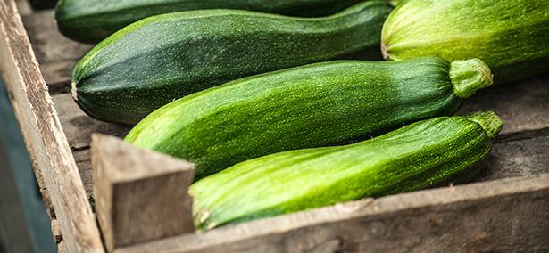 légumes de saison courgettes du marché , AMAP juillet