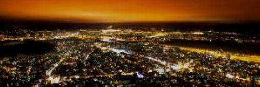 Pollution lumineuse : les Tours de la Défense dans la lumière