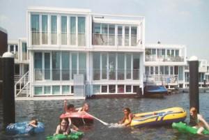 Habitat écologique sur l'eau aux Pays-Bas