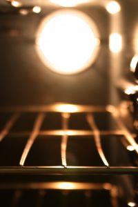 D graisser et nettoyer une grille de four au bicarbonate - Nettoyer four bicarbonate de soude vinaigre ...