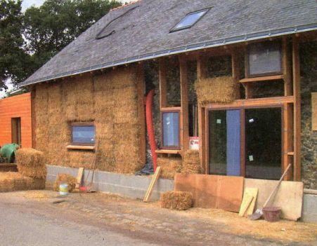 Maison en paille (photo Naturel-home)