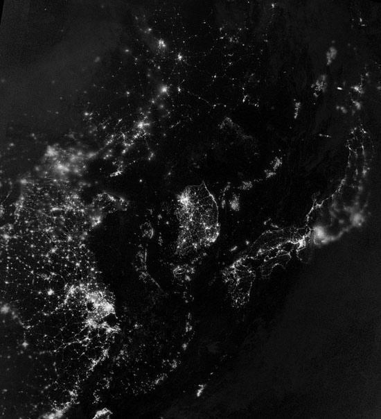 des photos satellite de la terre la nuit. Black Bedroom Furniture Sets. Home Design Ideas