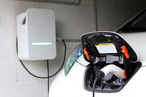 Moins de 12.000 bornes de recharge sont installées dans l'UE.