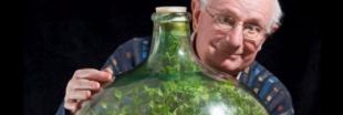 Un octogénaire a créé un véritable écosystème dans une bouteille !