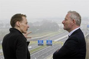 Daan Roosegaarde et le directeur de Heijmans qui développe le projet