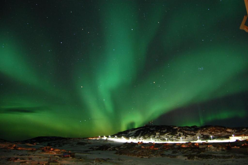 Dès mi-septembre, les aurores boréales illuminent la nuit de leur voile féérique.