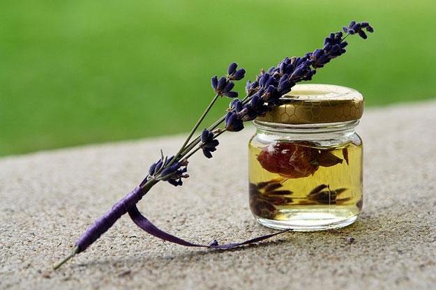 médicament huile essentielle mal des transports, huile essentielle de lavande mal de transport