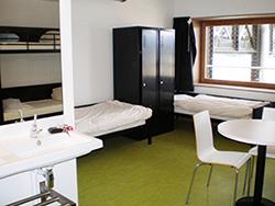 une auberge de jeunesse cologique ouvre ses portes paris. Black Bedroom Furniture Sets. Home Design Ideas