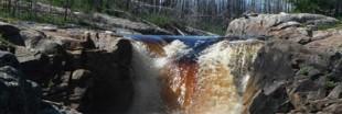 Il découvre des chutes d'eau inconnues au Canada