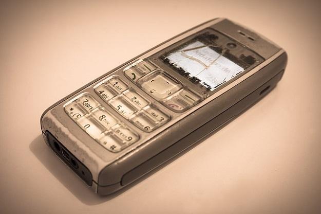vieux téléphone portable cassé, rachat de téléphone portable