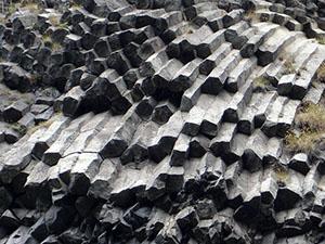 basalte-orgues-basaltiques-roche-01