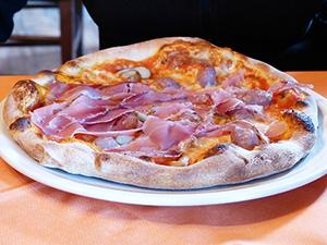 pizza-garniture-plat-italie-cuisine-04