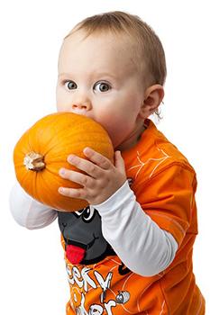 enfant-citrouille-legume-alimentation