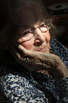 maison-de-retraite-vieillesse-vielle-femme-01