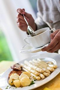 asperge-restaurant-assiette-alimentation