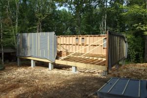Pour l'autoconstruction de maison en bois, il existe des artisans qui peuvent aider et guider les novices.