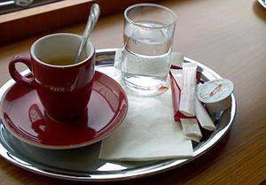 cafe-eau-verre-tasse