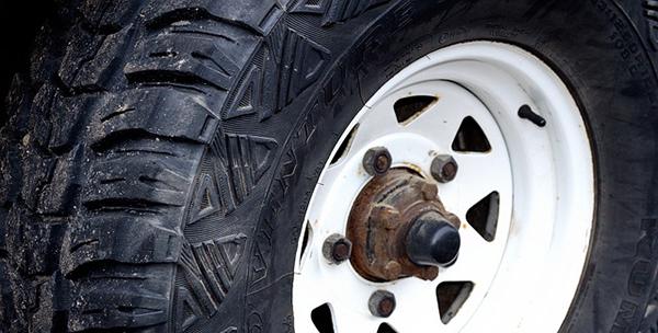 pneu-use-voiture-01
