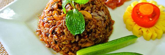 riz-thailandais-plat-compose-alimentation-repas-ban