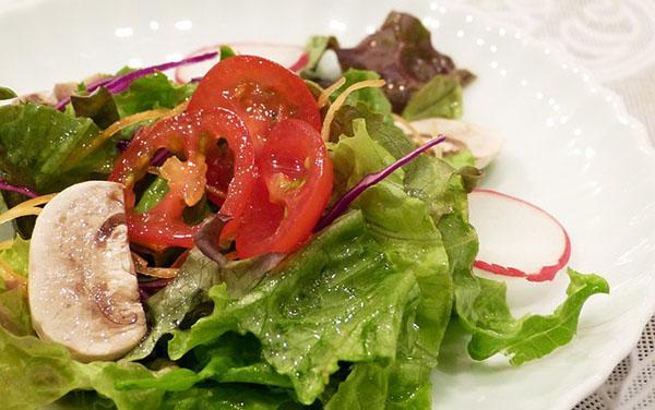 salade-composee-tomate-champignon-radis