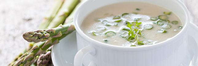 La recette du velouté d'asperges glacé au lait d'amandes