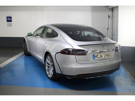 Tesla-Model-S-superchargeur