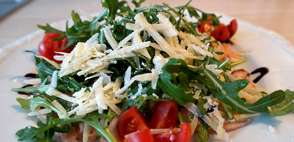 salade-roquette-parmesan-tomates