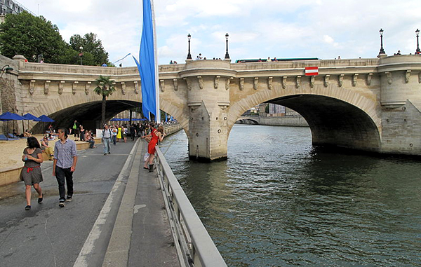 voie-express-georges-pompidou-Paris-Plage_2011_Pont-Neuf