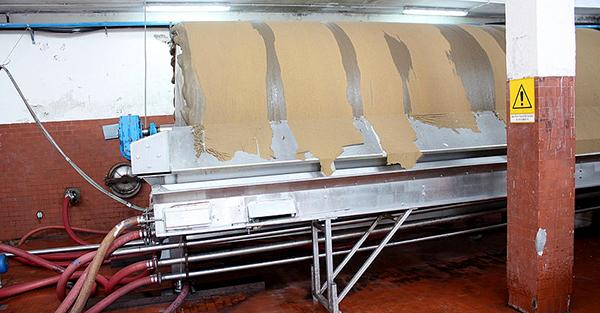 Utilisée pour le vin, la terre de diatomée est calcinée avant filtration © CC, Fabio Ingrosso
