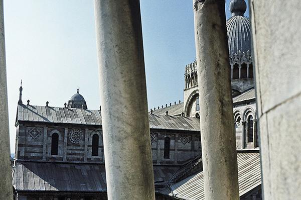 Vous vous être déjà demandé comment on nettoie la façade de la tour de Pise? nous, jamais jusqu'à aujourd'hui.