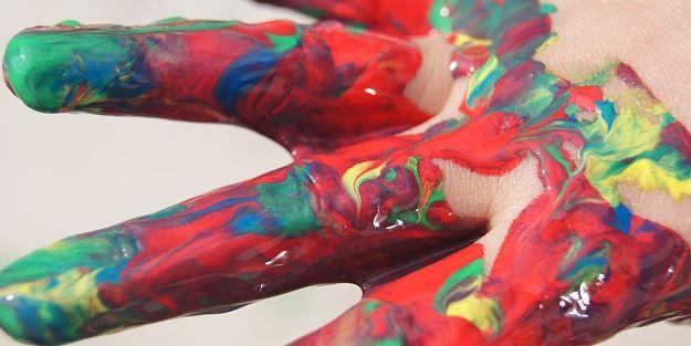 mains-couleurs-art-thérapie