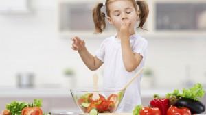 Enfant qui mange 1